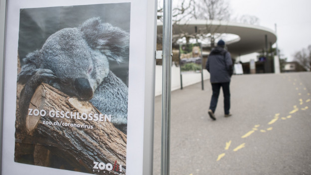Ein Schild informiert, dass der Zoo Zürich geschlossen ist.
