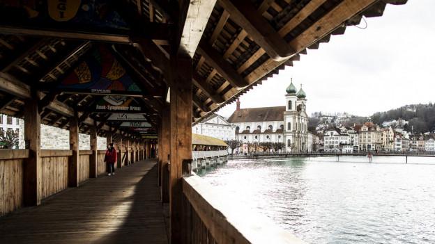 Keine Touristen auf der Kapellbrücke.