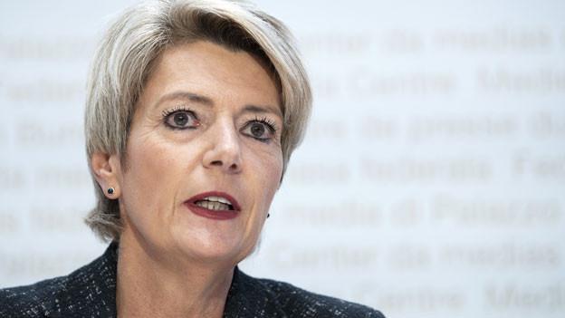 Bundesrätin Karin Keller-Sutter an der Medienkonferenz vom 13. Mai 2020 zur teilweisen Grenzöffnung.