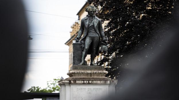 Die Statue von de Pury in Neuenburg.
