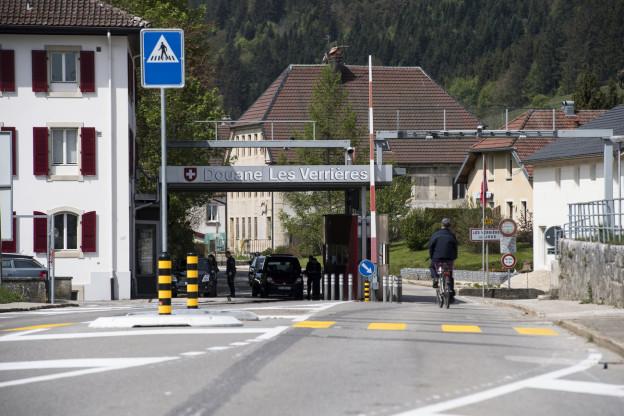 Am Grenzübergang Les Verrières im Neuenburger Jura