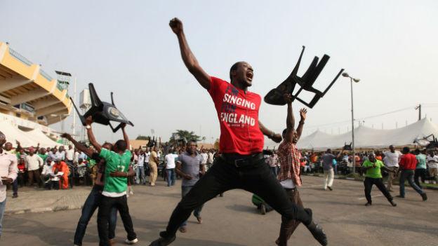 Nigerias Fussballfans feiern Finaleinzug