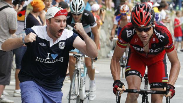 Cadel Evans beim Aufstieg zur Alpe d'Huez 2011