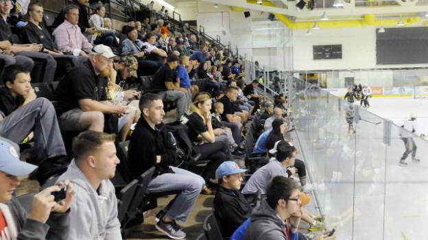 Gut besuchtes Training: NHL-Team Pittsburgh Penguins beim Training Ende September.