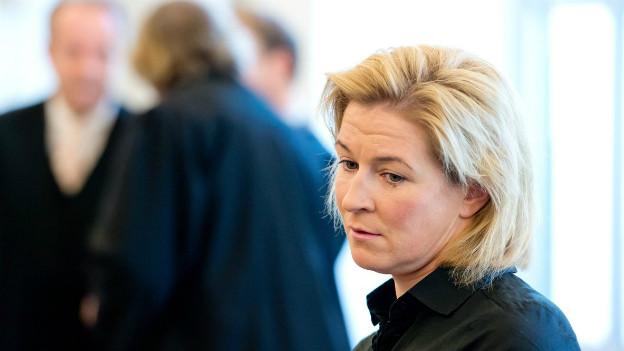 Eisschnellläuferin Pechstein kämpft gegen eine Dopingsperre und will vor ein ordentliches Gericht.