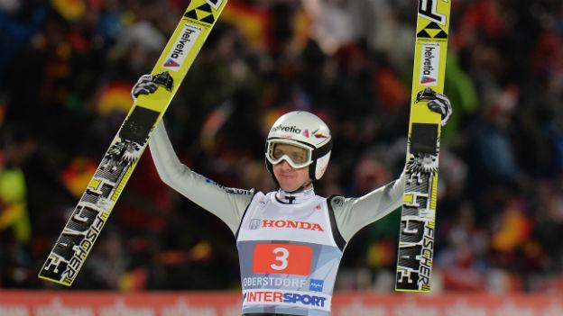 Simon Ammann gewinnt das Springen in Oberstdorf.