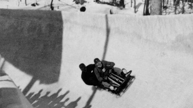 Ein US-Bobteam bei den Olympischen Winterspielen in Lake Placid 1932.