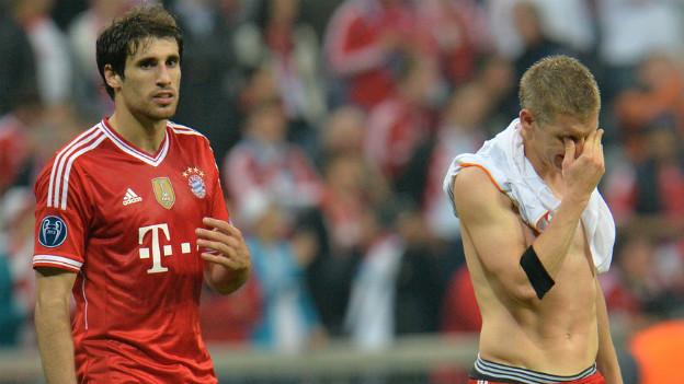 Tiefbetrübte Bayernspieler nach der Niederlage.