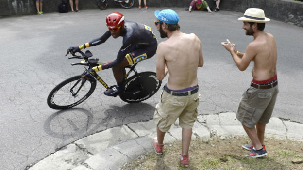 Der Eritreer Daniel Teklehaminot vom Team Qhubeka an der Tour de Suisse 2014.