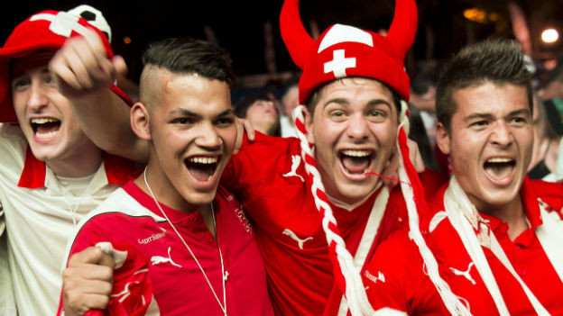 Die Schweizer Fans sind kaum zu halten – hier in Lausanne am Mittwoch Abend.