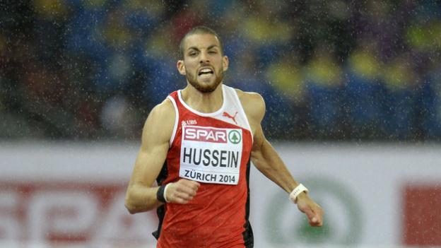 Hussein im vollen Lauf von vorn