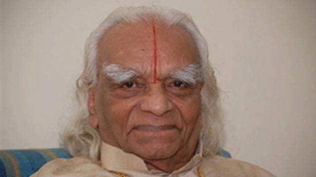 Ein Porträt von Yoga-Guru B.K.S. Iyengar im hohen Alter.