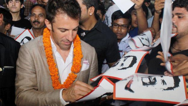 Der italienische Fussballstar Alessandro Del Piero trifft am 18. September 2014 am Flughafen in Neu-Delhi ein.