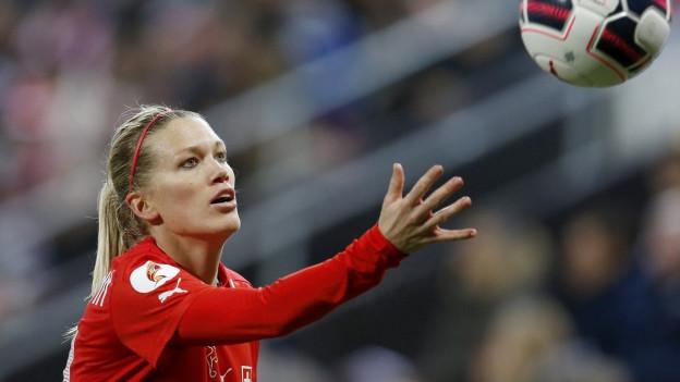 Lara Dickenmann im Spiel gegen Tschechien (5:1)