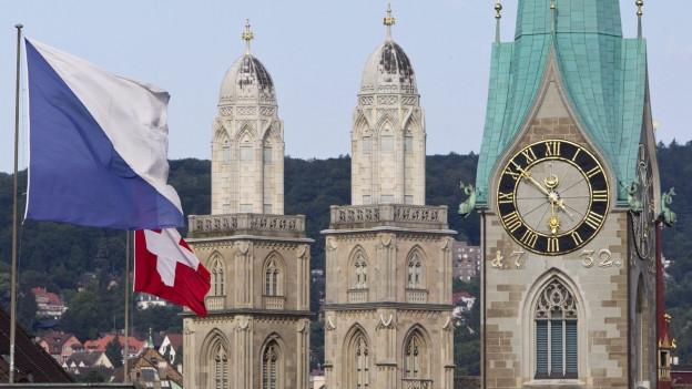 Zu sehen sind Gross- und Fraumünster: Wichtiger als Fussball sind in Zürich die Wirtschaft oder die Schönheit der Stadt.