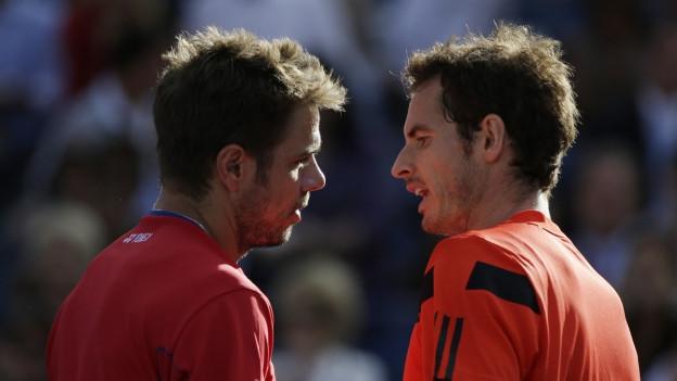 Stan Wawrinka und Andy Murray beim Handschlag am Netz nach einem Spiel.