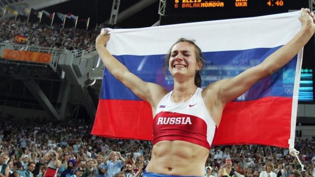 Zu sehen ist die Stabhochspringerin Yelena Isinbayeva. Sie ist eine der prominentesten Figuren der russischen Leichtathletik, die, so wie es aussieht, nicht an Olympia starten werden.