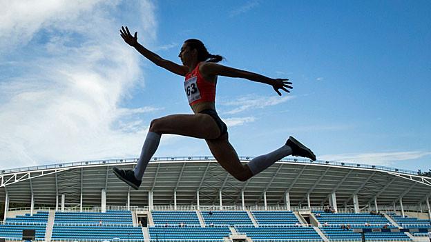 Die russische Weitspringerin Ekaterina Koneva an einem Wettkampf in Russland.
