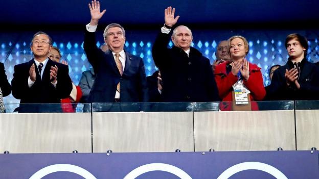 UNO-Generalsekretär Ban Ki-Moon, IOC-Präsident Thomas Bach und Russlands Präsident Vladimir Putin (von links) an der Eröffnungszeremonie der Olympischen Winterspiele von Sotschi.