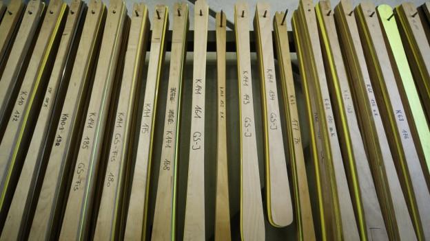 Die Skiproduktion bei Stoeckli läuft im Sommer auf Hochtouren damit im Herbst die Skis in den Sportgeschäften erhältlich sind.