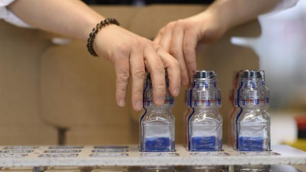 Die für Dopingkontrollen verwendeten Glasflaschen der Firma Berlinger.