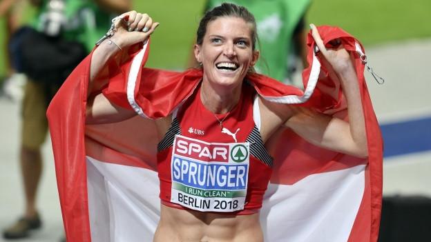 Léa Sprunger mit Schweizer Fahne