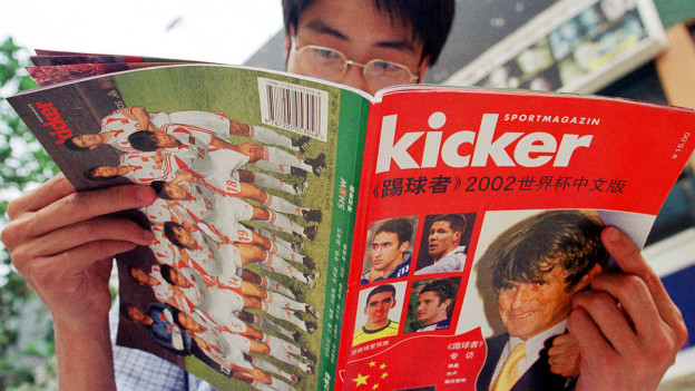 Der «Kicker» erschien heute vor 100 Jahren zum ersten Mal - im Bild eine Spezialausgabe aus dem Jahr 2002.
