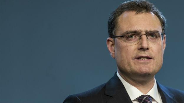 Thomas Jordan präsentiert den Bericht der SNB.