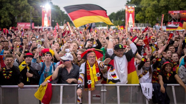 Symbolbild Fanmeile Fussball Berlin