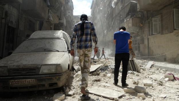 Verbombte Strasse in Aleppo, Syrien.