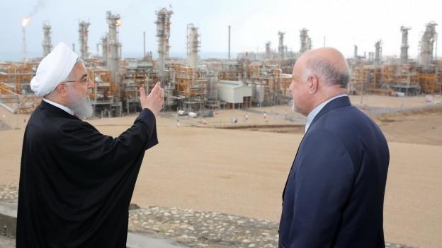 Präsident Hassan Rouhani und Ölminister Bijan Zanganeh bei der Eröffnung neuer Gasfelder vor zwei Monaten.