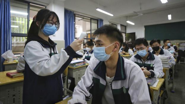 Menschen in Wuhan werden wieder auf das Corona-Virus getestet