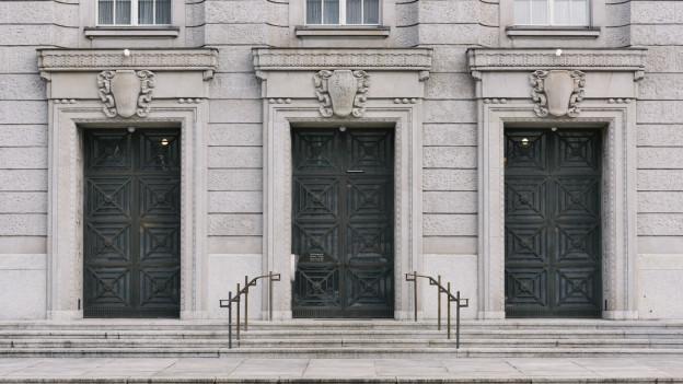 Die Fassade des Bezirksgerichts Zürich.