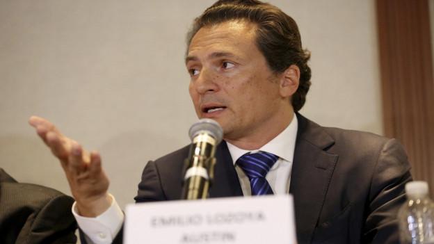 Der mexikanische Kronzeuge Lozoya an einer Pressekonferenz..