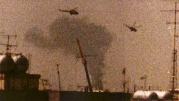 Irakische Helikopter über Bayan, 20 Kilometer vor Kuwait City.