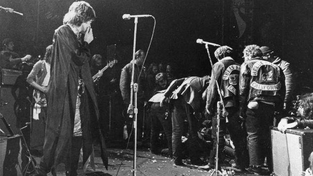 Hell's Angels stürmen die Bühne der Rolling Stones