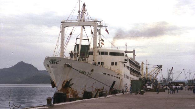 Die Doña Paz in im Hafen von Tacloban.