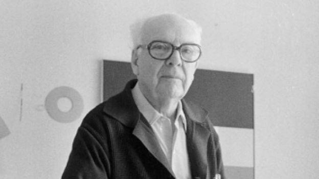 Portrait des Malers Camille Graeser in seiner Zürcher Wohnung.