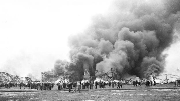 Das Luftschiff «Hindenburg» stürzte brennend ab.
