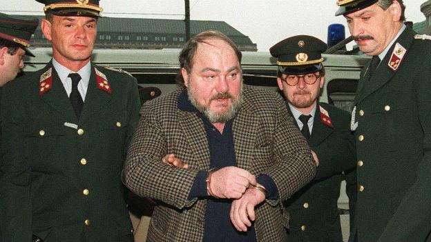 Udo Proksch wird verhaftet.