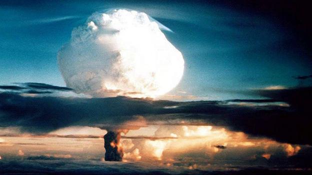 Erste Wasserstoffbombe explodiert.