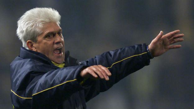 Der Fussballtrainer Werner Lorant in Aktion.