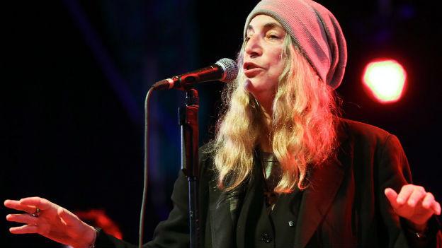 Patti Smith, die Rock-Ikone, auf der Bühne.
