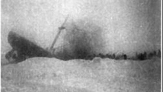 Im Polarmeer sinkt das sowjetische Schiff Tscheljuskin