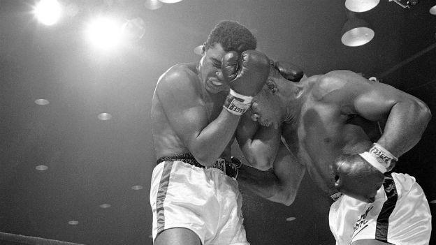 Muhammad Ali - früher Cassius Clay - besiegt Sonny Liston