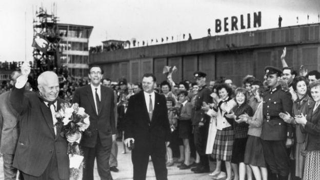Die Sowjetunion und die DDR bleiben eng verbunden.