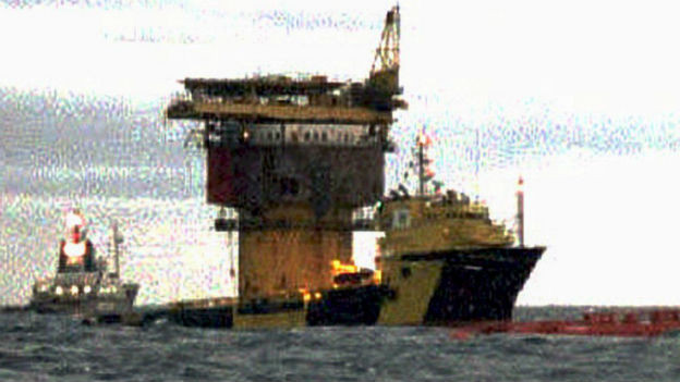 Zielscheibe der Greenpeace-Aktivisten: Öltank Brent Spar.