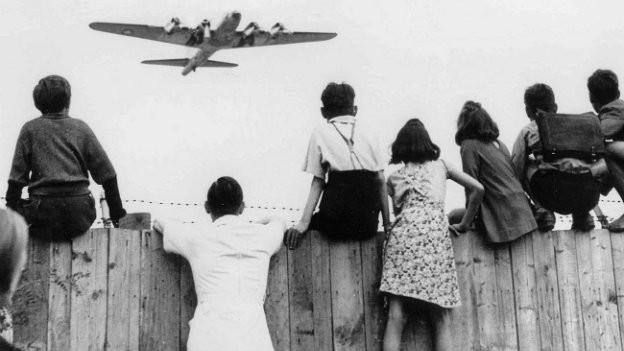Die Flugzeuge der Luftbrücke wurden «Rosinenbomber» genannt