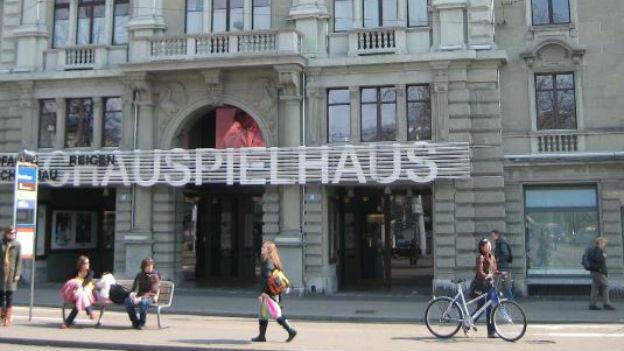 Schiefer Haussegen: Schauspielhaus Zürich, 2006.