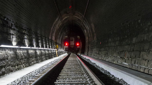 Einen neuen Tunnel hat das Land: Simplon, 1905.